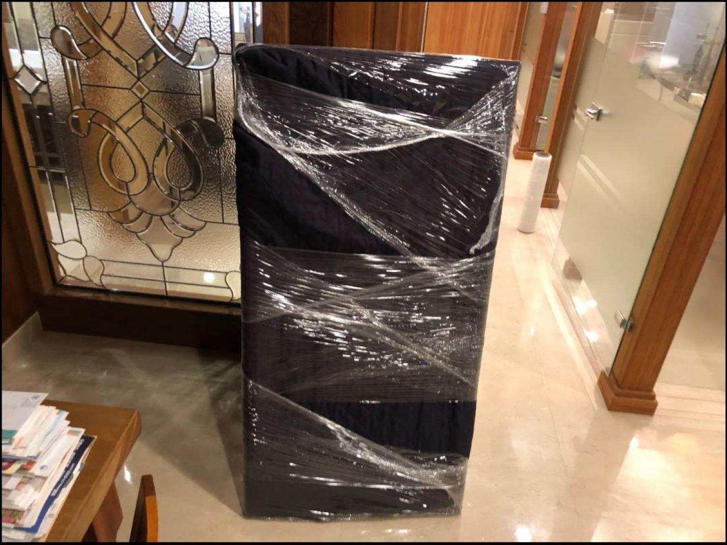 搬家公司推薦【榮福搬家】搬好家給您最有品質、最安全的搬運服務:珍貴古董畫作包裝方式-先包袱日式布套再綑上層層膠膜,防止布套滑落、防碰撞