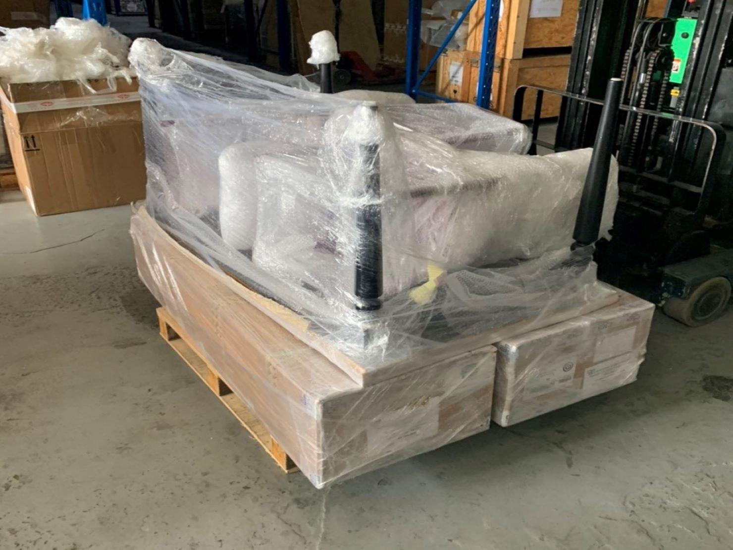 台北搬家公司推薦【榮福搬家】值得您來選擇:長桌、裝箱物:完整包裝後送回客戶方倉庫擺放歸位。
