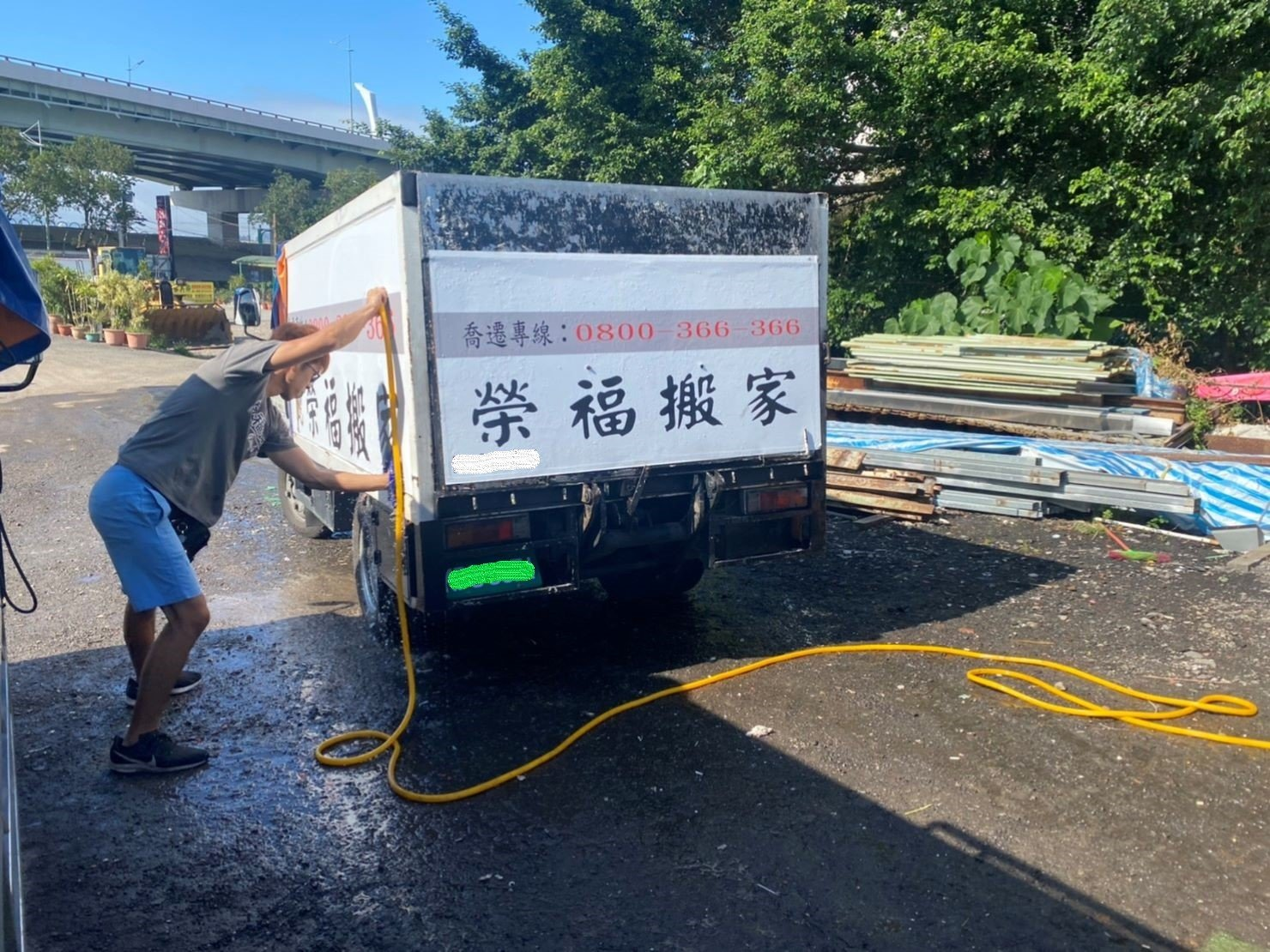 搬家推薦【榮福搬家】搬家口碑第一、台北搬家、新北搬家:榮福搬家搬家貨車都會保持乾淨整潔,給予每位顧客舒適的搬家旅程。