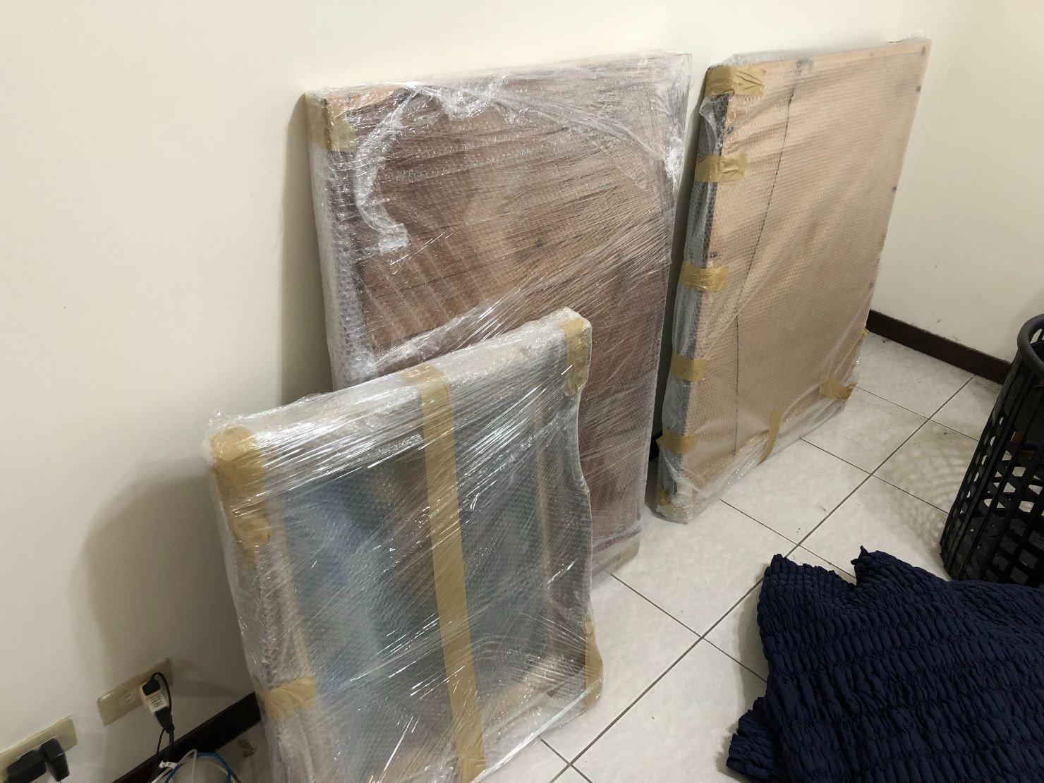 精緻搬家【榮福搬家公司】搬家口碑第一、台北搬家推薦:古董畫作精緻包裝-以氣泡捲、膠膜、黃色透明膠帶做包裝,達到防震、防水、防碰撞磨損之功效。