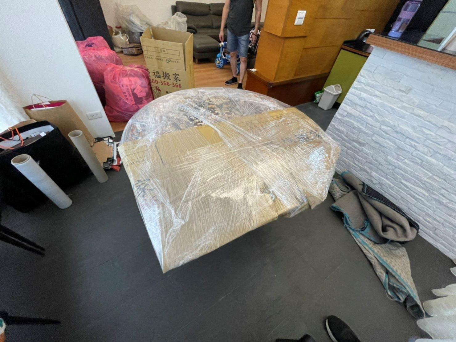 搬家具、冰箱搬運、基隆搬家、搬家電、床墊搬運、搬衣櫃、搬大型家具、搬公司行號、家庭搬家、搬鋼琴、搬工計時、人工搬運、搬運、搬家紙箱,針對顧客都秉持以用心實在專業搬家技巧,搬家實在用心值得您的信賴與選擇。【榮福搬家公司】搬家首選、搬家公司推薦:優質搬家,包裝搬運「細膩包裝、專業搬運、用心服務、以客為尊」是榮福搬家公司的宗旨與精神。歡迎立即來電02-2651-2727專人服務。系統式家具拆裝找專業的榮福搬家就對了。