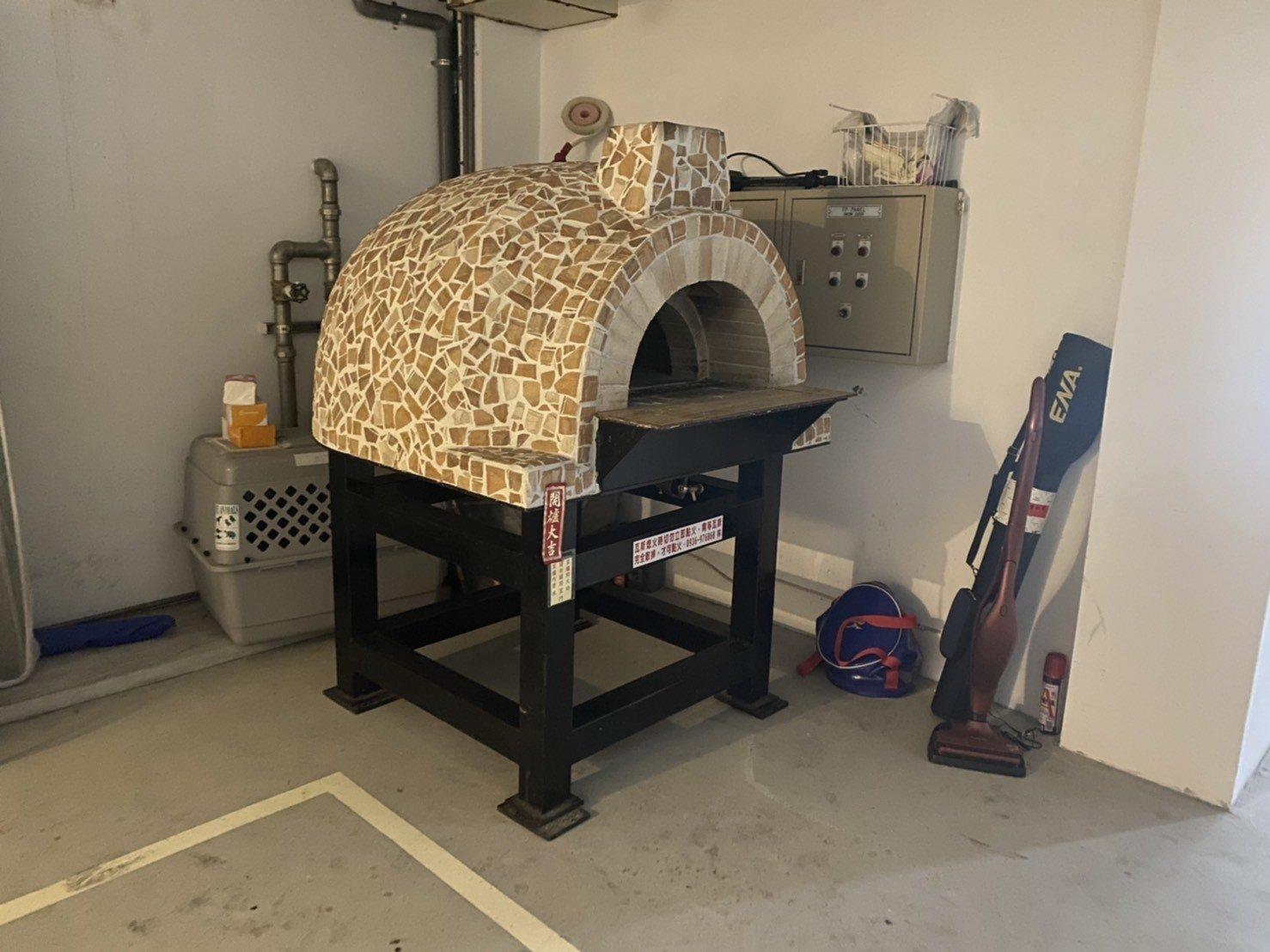 搬窯烤爐【榮福搬家公司】搬披薩窯、精搬金庫、搬保險櫃、精搬魚缸、跨縣搬家、搬工派遣、搬床墊、搬冰箱、搬家具、搬家首選、吊掛搬運、吊家具搬運、台北搬家公司推薦:大台北搬家,精緻包裝搬運「細膩包裝、專業搬運、用心服務、以客為尊」是榮福搬家公司的宗旨與精神。歡迎立即來電02-2651-2727專人服務。