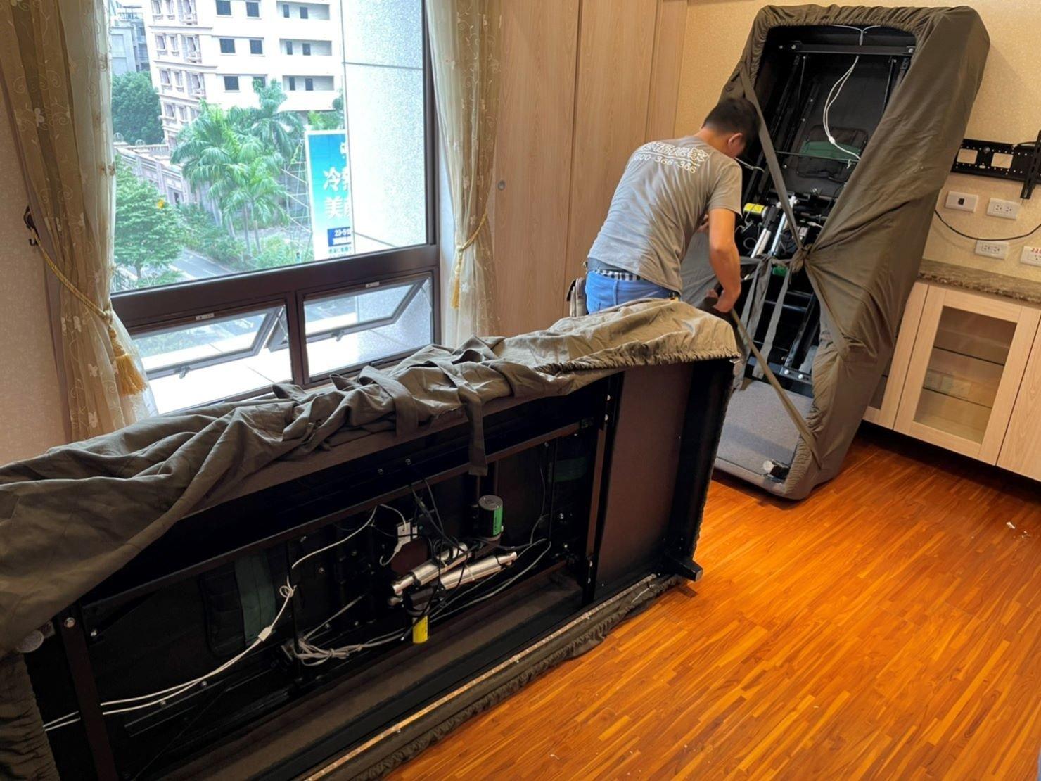 台北搬家公司推薦【榮福搬家】優質搬家,包裝搬運「細膩包裝、專業搬運、用心服務、以客為尊」值得您來選擇:【重物搬運】將電動醫療床以榮福搬家床墊專用保護布套完整包覆後,再將布套的綁帶牢牢綁緊,避免搬運過程中布套滑落。