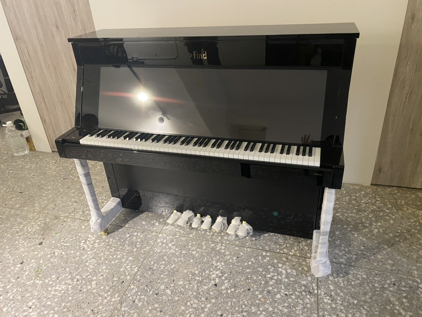 專搬鋼琴推薦【榮福搬家公司】跨縣搬家、搬家首選、搬家公司推薦:大台北搬家,精緻包裝搬運「細膩包裝、專業搬運、用心服務、以客為尊」是榮福搬家公司的宗旨與精神。歡迎立即來電02-2651-2727專人服務。各式各樣鋼琴搬運、智慧鋼琴、三角琴找專業的榮福搬家就對了。