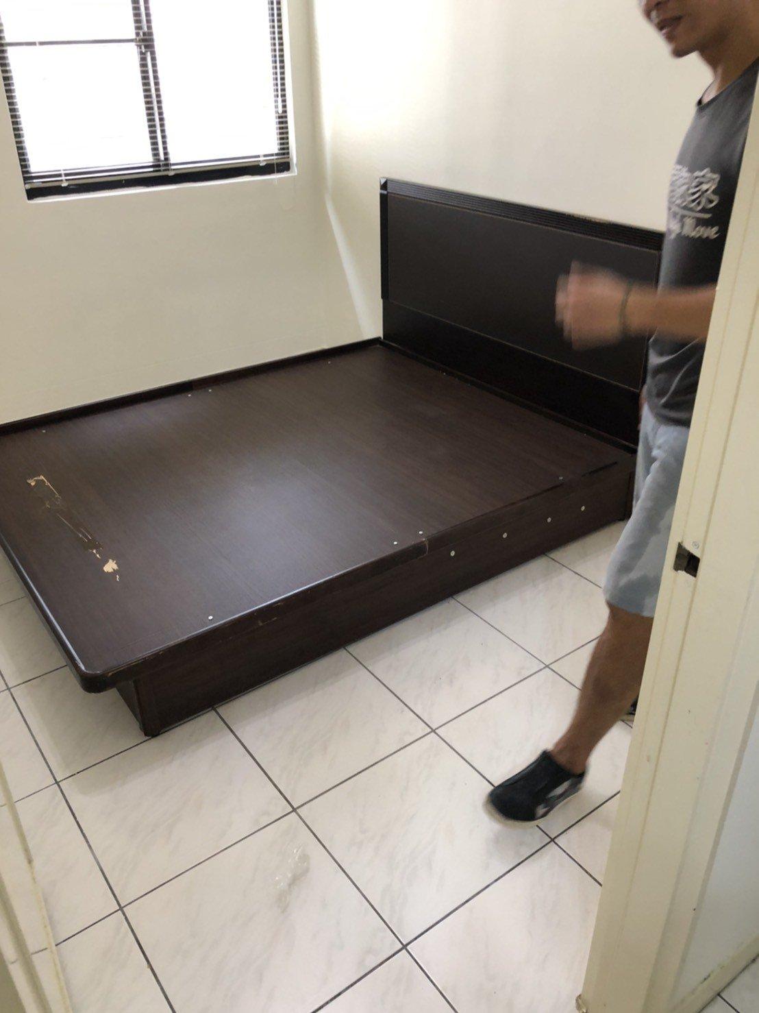 台北新北搬家【榮福搬家公司】搬沙發、搬傢具、拆裝掀床是您最好的搬家品牌選擇,搬家口碑第一、搬家首選服務五顆星(掀床拆裝搬運)